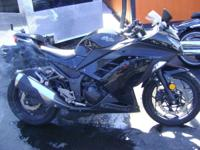 2013 Kawasaki Ninja 300 great daily rider 65 mpg Quick