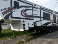 2013 Fuzion Fifth Wheel Toy Hauler sleeps 8 in 4 queen