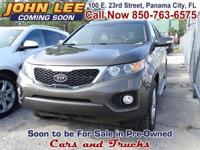 Only 57,053 Original Miles!! This 2013 Kia Sorento EX