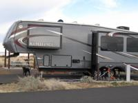 Beautiful 32' fifth wheel, great floor plan, many