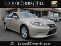 2013 Lexus ES 350 luxury package CARFAX One-Owner.