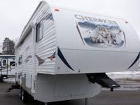 2013 Cherokee 245L Fifth Wheel Slide out with spacious
