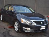 This 2013 Nissan Altima 4dr 4dr Sedan I4 2.5 S features
