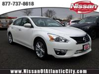 Come see this 2013 Nissan Altima 2.5 SV. Its Variable
