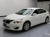 This awesome 2013 Nissan Altima comes loaded with the