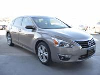 EPA 38 MPG Hwy/27 MPG City! CARFAX 1-Owner, Excellent