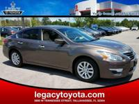 Clean CARFAX. Altima 2.5 S, 4D Sedan, CVT with Xtronic.
