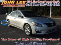 ONE OWNER VEHICLE! This 2013 Nissan Altima has Cloth