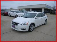 Barrels of fun! This great 2013 Nissan Altima 2.5 SV is
