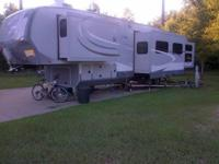 The 2013 Open Range Roamer 5th wheel is a four season
