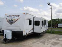 2013 Prime Time 318BHS 13 LaCROSSE LITE Front qn bed