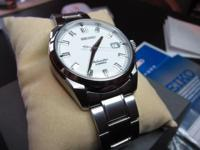 Minty watch in Case box with papers and extra link.