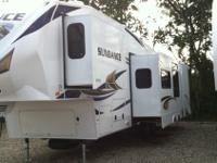 GO CAMPING IN STYLE WITH THIS 2013 SUNDANCE 3300CK.
