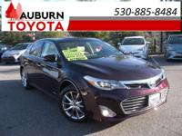 NAVIGATION, LEATHER MOON ROOF! This luxurious 2013
