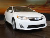 Clean CARFAX. 2.5L I4 Hybrid DOHC.  2013 Toyota Camry