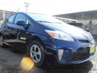 This 2013 Toyota Prius 4dr Four Hatchback 4D features a
