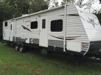 2013 Heartland TrailRunner 32ODK. Like New-1