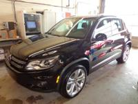 2100 MILES! Tiguan AWD w/Navi & Moonroof 4Motion,