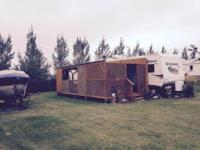 2013 402QBQ Wildwood DLX Camper. Includes: 4 slides, 2