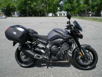 2013 Yamaha FZ8 MATTE GRAY ONLY 1685 MILES RUNS AND