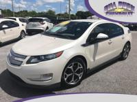 Super clean 2013 Chevrolet Volt in White Diamond with