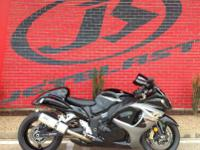 THIS GSX1300R BUSA HAS A TWO BROTHERS EXHAUST.IT HAS A
