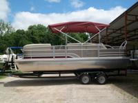 BRAND NEW 2014 Voyager 22' Crown Classic Triple Toon