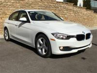 CARFAX One-Owner. Clean CARFAX.Auto-Dimming Interior &