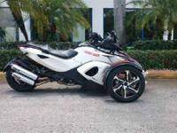 2014 Can-Am Spyder RS-S SM5 LOW MILES LED LIGHTS STILL