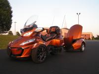 This is a 2014 CAN-AM Spyder RT-S SE5 with matching