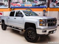2014 CHEVY SILVERADO Z71 4X4  Beautiful Silver Ice