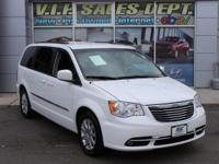 Wh 2014 Chrysler Town & Country Touring FWD 6-Speed