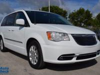 Come see this 2014 Chrysler Town & Country Touring. Its