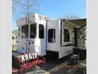 One owner 2014 Excel Winslow 37SDF Fifth Wheel in