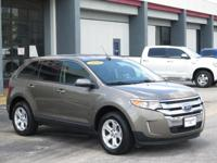Looks Fantastic! Carfax One Owner! Ford SYNC,