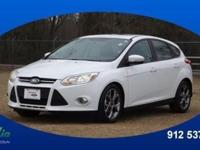 2014 Ford Focus SE lets you cart everyone and