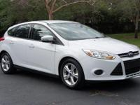 You're looking at a 2014 Ford Focus SE HATCHBACK