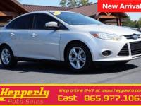 This 2014 Ford Focus SE in Ingot Silver features.