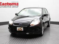 2014 4D Sedan Black 2014 Ford Focus SE FWD 2.0L