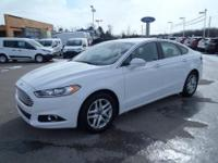This Fusion SE offers heated leather seats, moonroof,