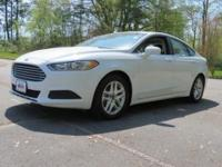 Fusion SE in Oxford White with 17 Aluminum Wheels,