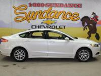 White 2014 Ford Fusion SE FWD 6-Speed Automatic 2.5L