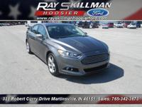 EPA 37 MPG Hwy/25 MPG City! SE trim. Moonroof,