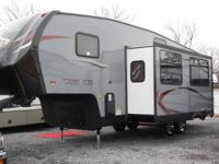 2014 Forest River Cherokee 5th wheel trailer 28ft, 2
