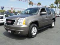 Options:  2014 Gmc Yukon Slt|Mocha Steel Metallic/Light