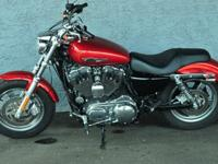 Harley Davidson SPORTSTER 1200 CUSTOM. This is a nice,