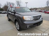 ONE OWNER!, CLEAN CARFAX!, THIRD ROW SEATING!, AWD!,