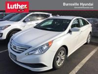 EPA 35 MPG Hwy/24 MPG City! Pearl White exterior and