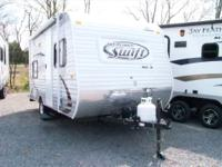 LIKE NEW!  MAKE AN OFFER! 2014 Jayco Swift