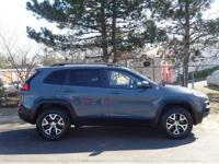 2014 Gray Jeep Cherokee Trailhawk USB Charging Port,